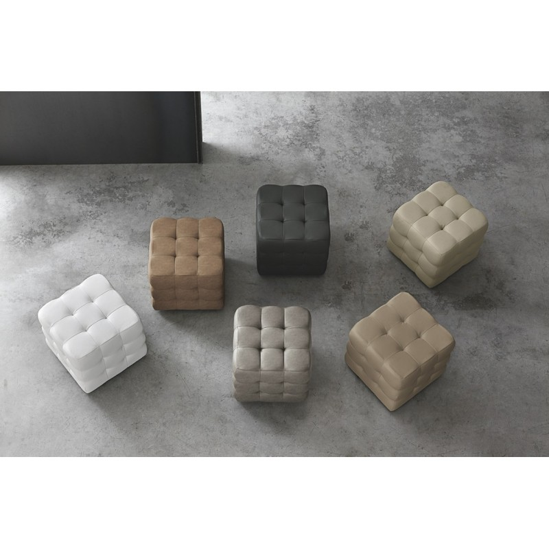 Pouf Cube rivestito in soft-touch